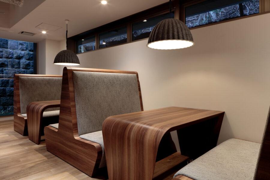 1階:オフィスルーム(対面式テーブル)